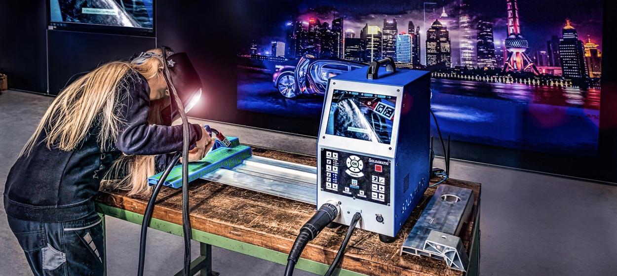 Virtual reality welding training