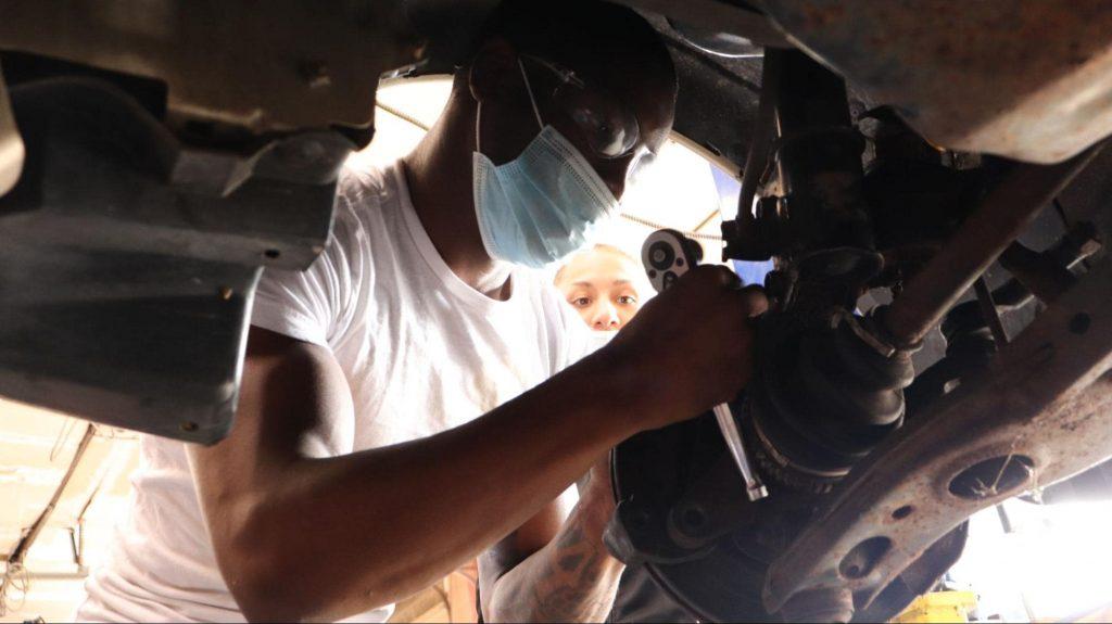 Auto mechanic trade school