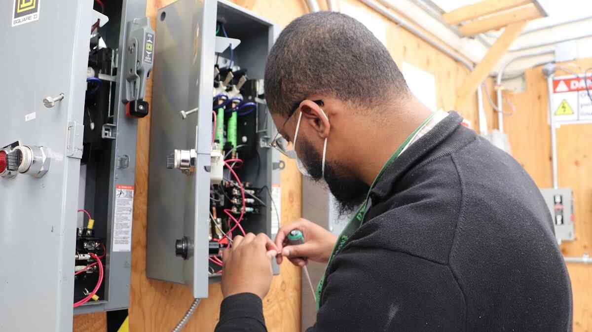 Can You Make 100K As An Electrician?